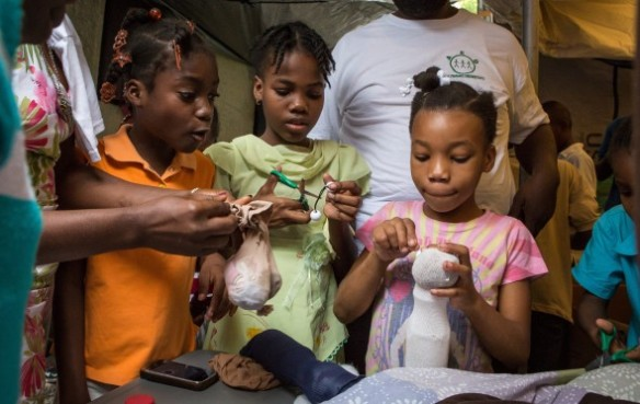"""Making Puppets in Haiti with """"No strings"""" International"""