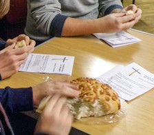 refugee-prayer-bread